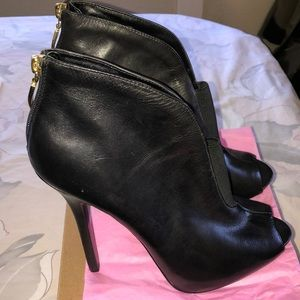Sexy Guess leather stilettos black size 10